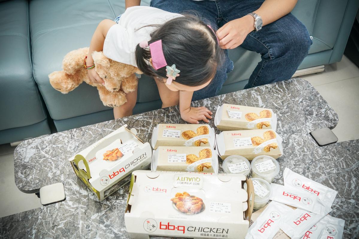 板橋炸雞|韓國炸雞外帶『bb.q CHICKEN Taiwan』韓國店數最多的炸雞連鎖店、府中站外帶美食 @梅格(Angelababy)享樂日記