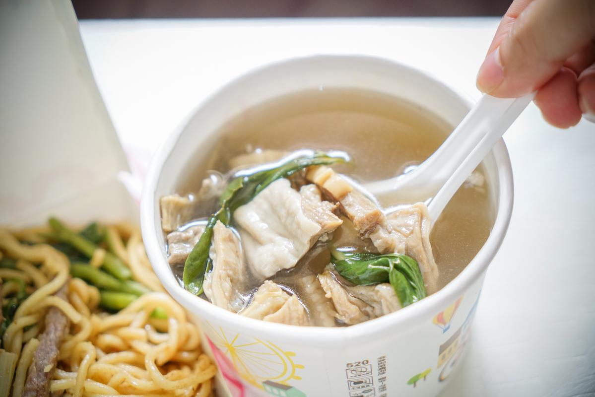 民生社區美食|熱賣超過25年的牛肉炒麵『蕭家牛雜湯』、松山外帶美食 @梅格(Angelababy)享樂日記