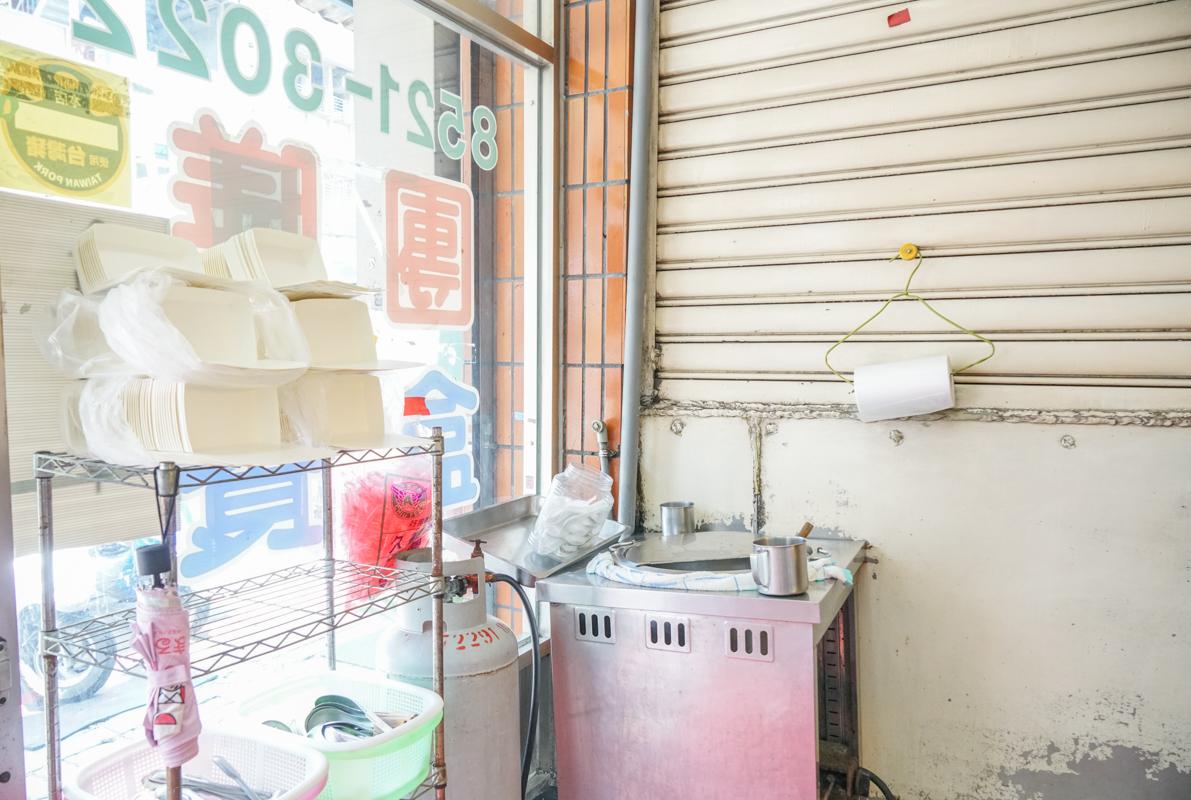 新莊美食|在地人的平價美味食堂、超過30款熱炒衛生又好吃『阿松自助餐』外帶便當、新莊便當 @梅格(Angelababy)享樂日記