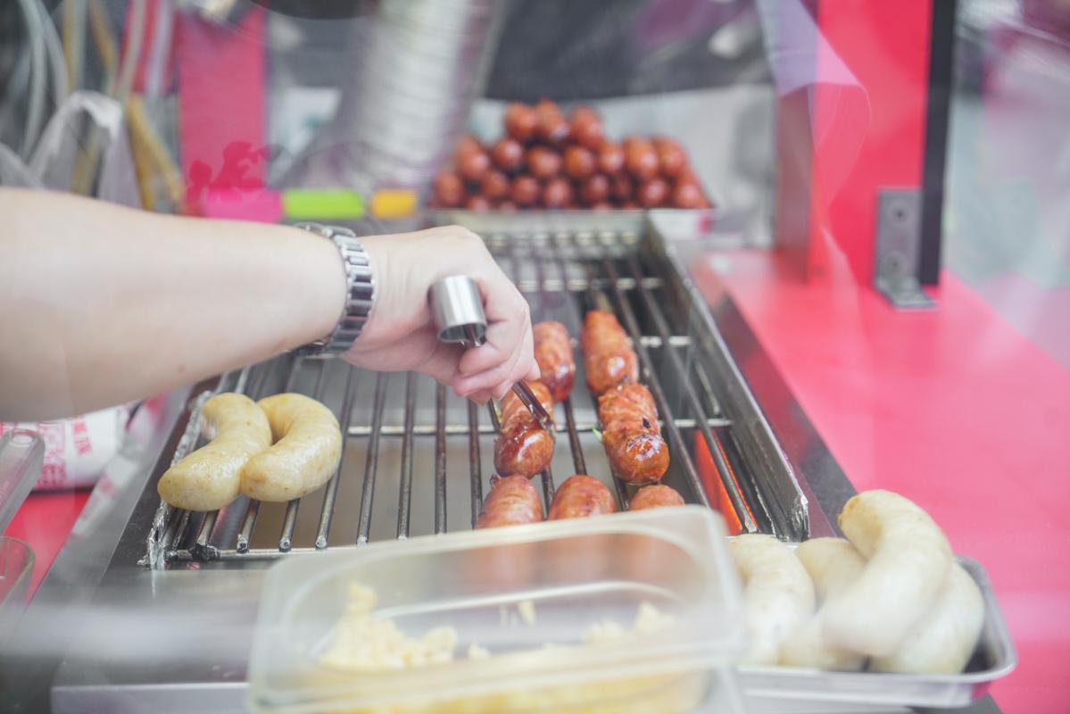 新莊美食 全台首家最多配料的大腸包小腸、山豬肉香腸尬脆皮米腸『阿密斯-原住民美食』菜單、廟街美食、新莊下午茶 @梅格(Angelababy)享樂日記
