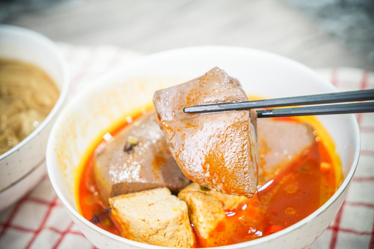新莊美食 google評價4.6顆星的超人氣外帶麻辣鴨血臭豆腐,升級個人小麻辣鍋也只要加10元『燁來香大腸肉羹麵線/麻辣鴨血臭豆腐』 @梅格(Angelababy)享樂日記