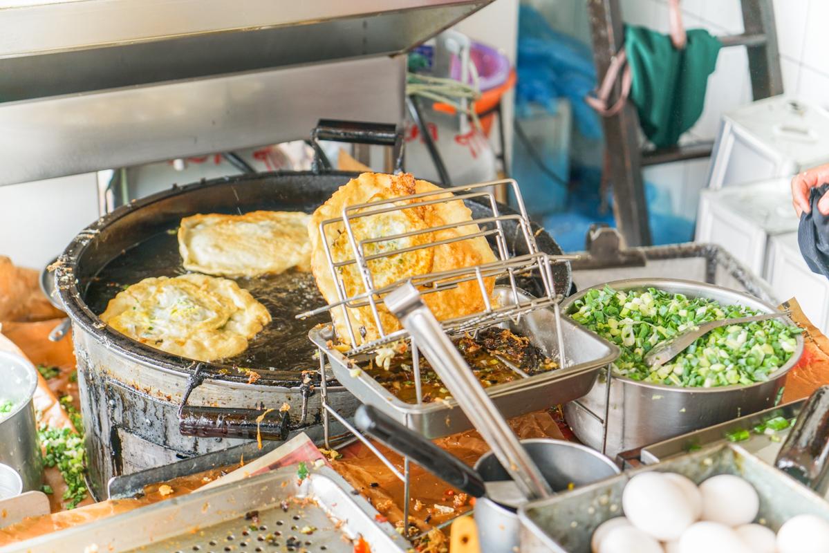 頭城美食 超好吃蔥多多酥香QQ蔥油餅、宜蘭必吃排隊美食『頂埔 阿嬤蔥油餅』 @梅格(Angelababy)享樂日記