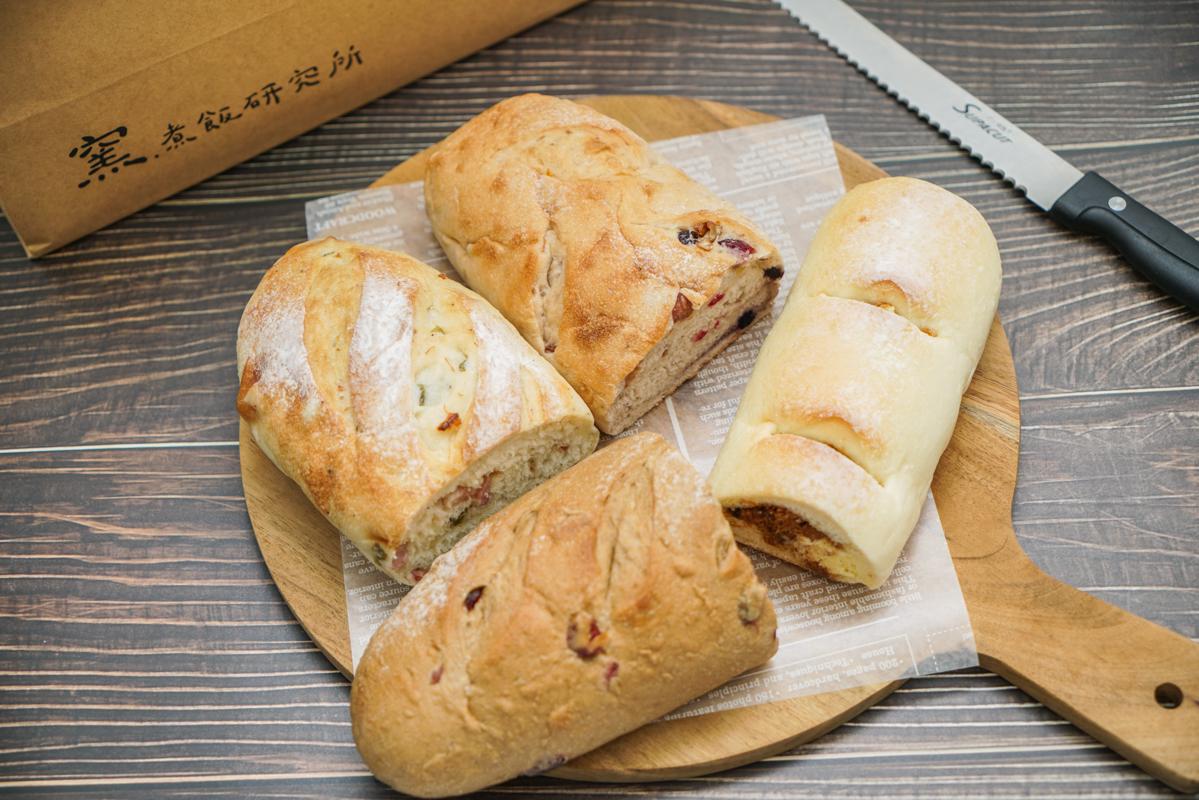 宜蘭礁溪美食 每日新鮮出爐柴燒窯烤麵包、柔軟爆料的奶酥肉鬆歐包「窯・煮飯研究所」 @梅格(Angelababy)享樂日記