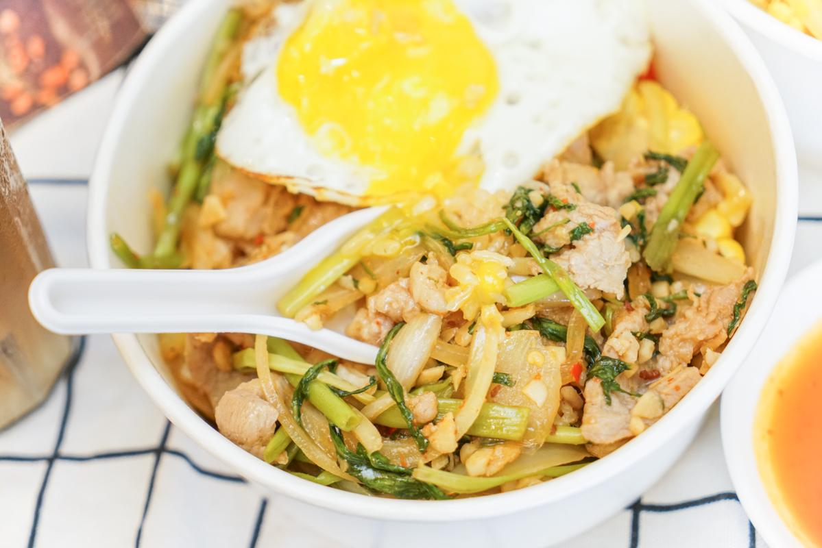 台中越式料理|巨無霸爆料脆皮越式法國麵包、台中大里美食推薦『越好吃越南料理』菜單 @梅格(Angelababy)享樂日記