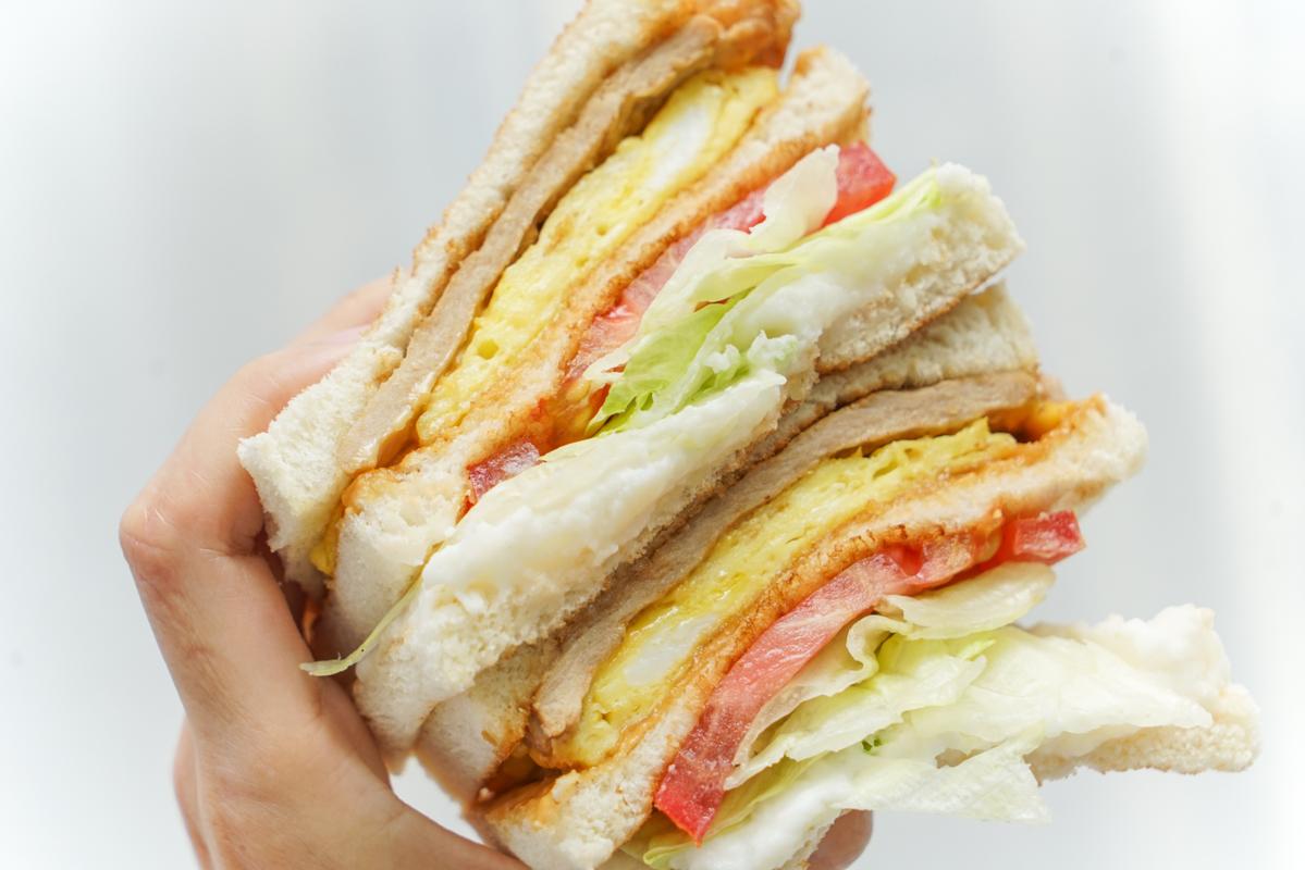新莊早餐 早鳥限定晚來吃不到的爆料炭烤土司、升級版歐姆蛋肉蛋起司吐司『早鳥吐司』菜單、新莊好吃吐司、好吃炭烤土司推薦 @梅格(Angelababy)享樂日記