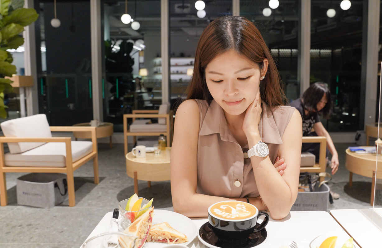 台中景觀咖啡、台中西屯區咖啡輕食推薦|來自日本福岡冠軍咖啡『REC COFFEE 台中旗艦店』插座咖啡、REC COFFEE 菜單、手工咖啡、拉花拿鐵、台中打卡地標 @梅格(Angelababy)享樂日記