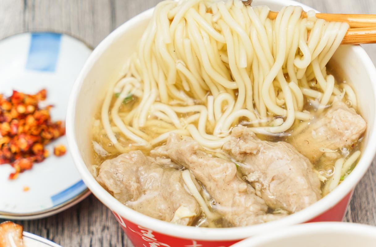 新莊美食|新北市24小時營業的銅板小吃、新莊在地排隊美食推薦『正統肉羹麵』菜單 @梅格(Angelababy)享樂日記
