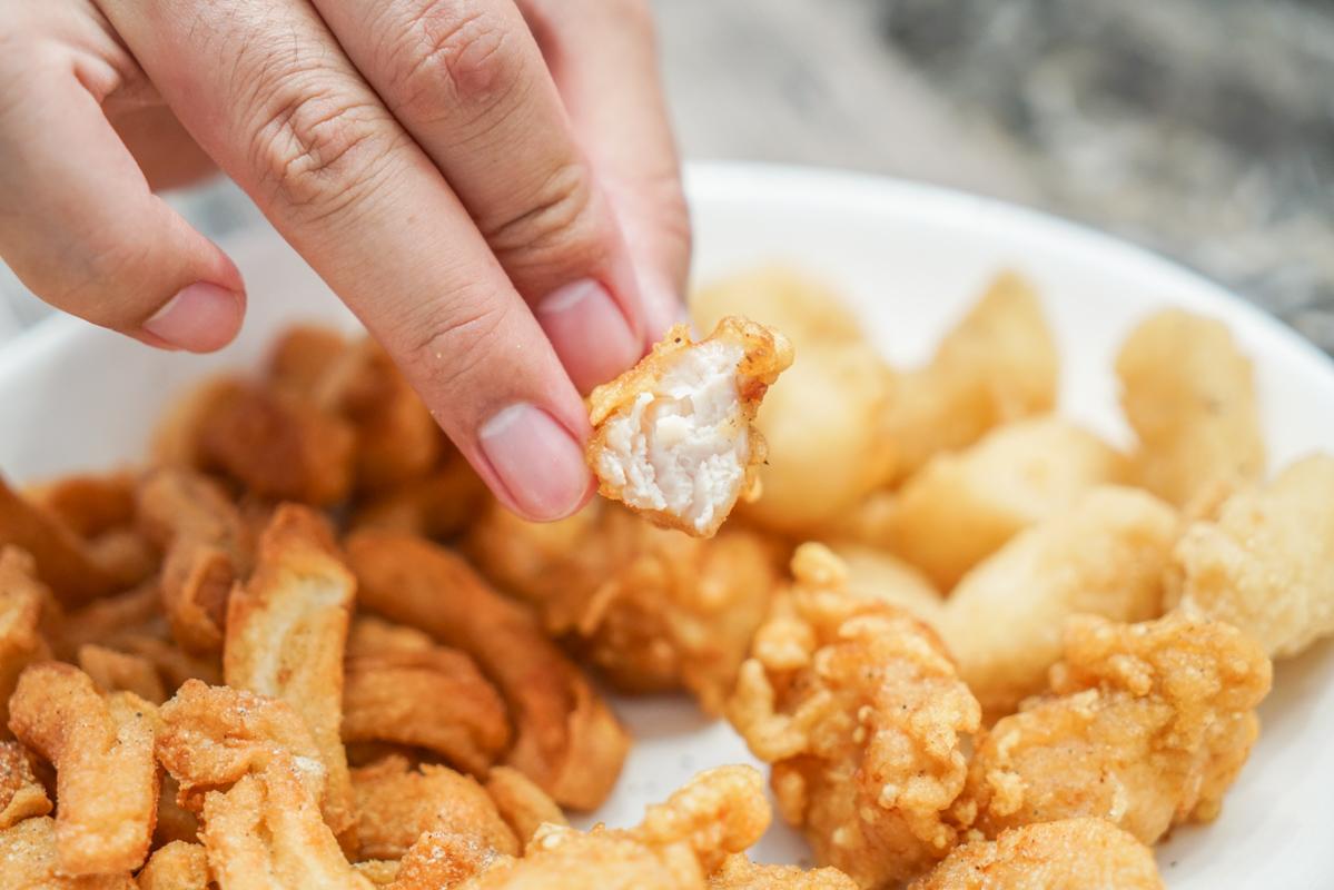 新莊鹹酥雞|超誇張整顆蜜地瓜酥炸的甘梅薯條『爽雞王新莊店』菜單、外送鹹酥雞、新莊宵夜 @梅格(Angelababy)享樂日記