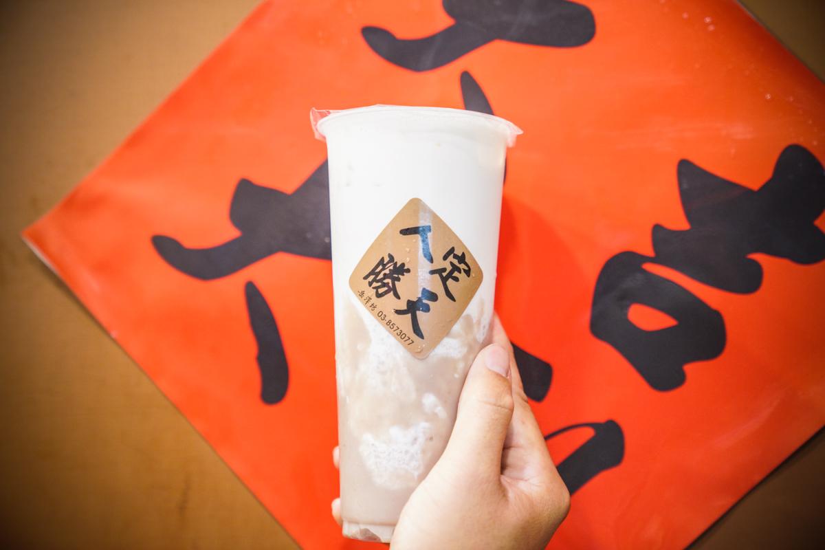 芋頭控一定要喝一下半杯以上芋泥的超級芋『芋頭鮮奶』|花蓮在地好喝手搖飲『岳澤坊』嚴選台灣在地食材、岳澤坊菜單 @梅格(Angelababy)享樂日記