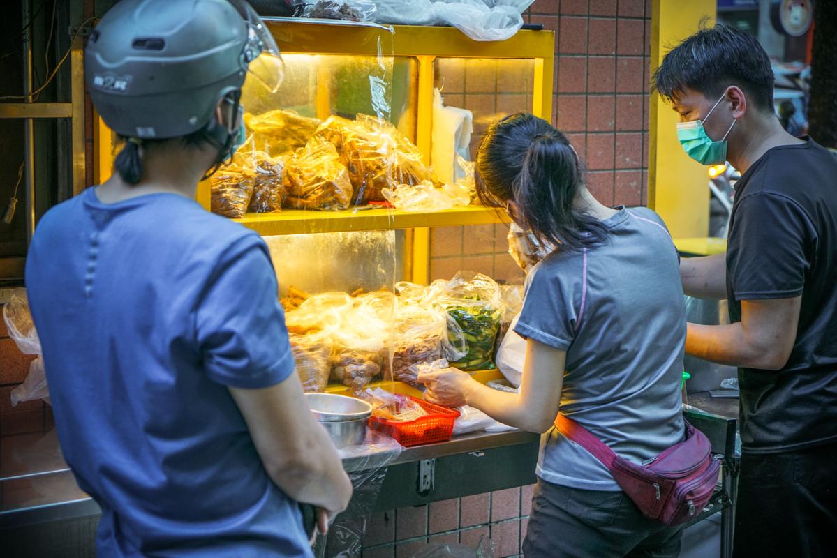 捷運永安市場站美食|永遠都在排隊的超人氣滷味『永和專業滷味』永和排隊美食 @梅格(Angelababy)享樂日記