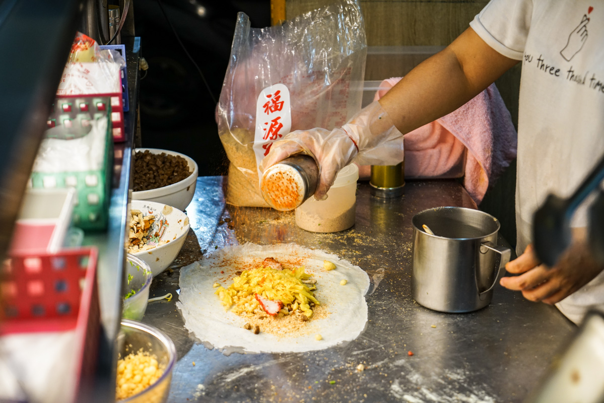 新莊美食|一天只賣三小時還會提早賣光的潤餅店,獨家花生糖粉讓人吃了超上癮『百香潤餅』 @梅格(Angelababy)享樂日記