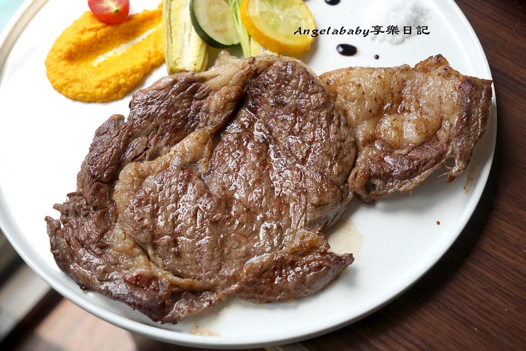 台北超狂的吃牛排送痛風海鮮燉飯! 大熊飽殿-和牛Meat Bear #雙連站美食 #聚餐推薦 #買一送一 #百年老宅 @梅格(Angelababy)享樂日記