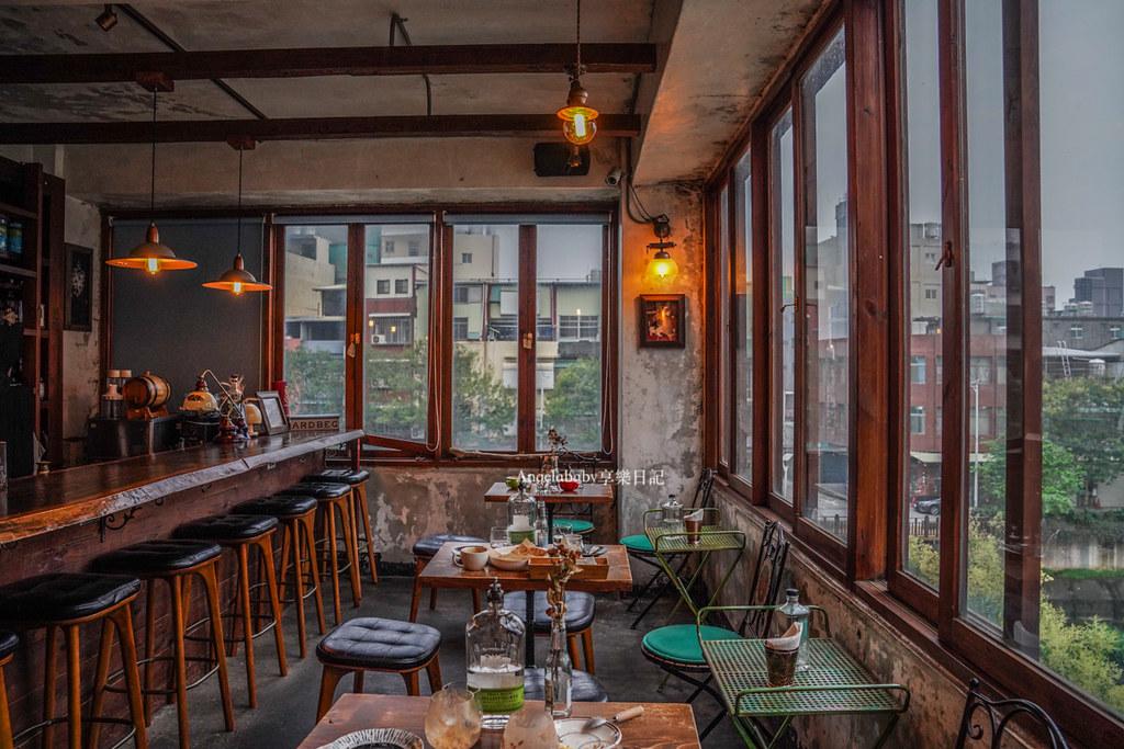 桃園中壢老房子咖啡店、夜晚景觀小酒吧『小舊閣樓 Glow』老街溪畔旁的景觀餐廳 @梅格(Angelababy)享樂日記